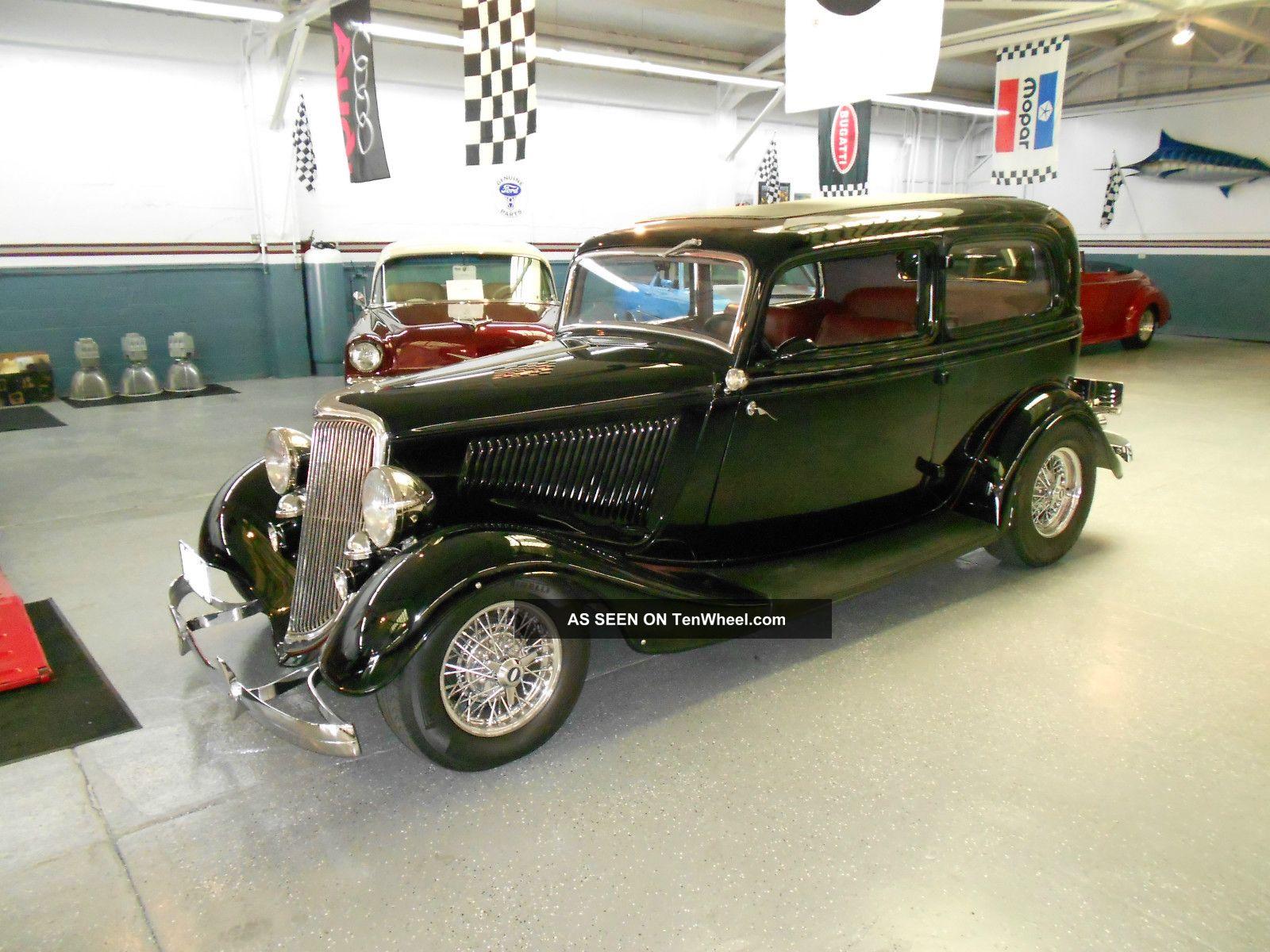 1934 Ford Deluxe 40 2 - Door Sedan
