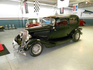 1934 Ford Deluxe 40 2 - Door Sedan photo