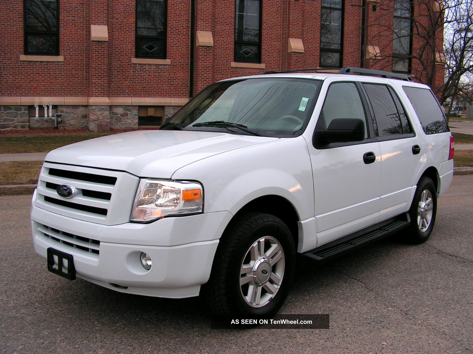 2010 ford expedition xlt white 4x4 flex fuel only 17 500 midwest located. Black Bedroom Furniture Sets. Home Design Ideas