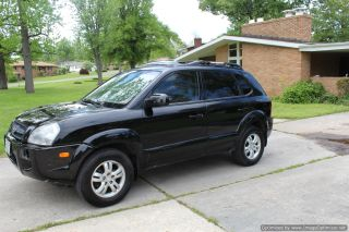2006 Hyundai Tucson Limited Sport Utility 4 - Door 2.  7l photo