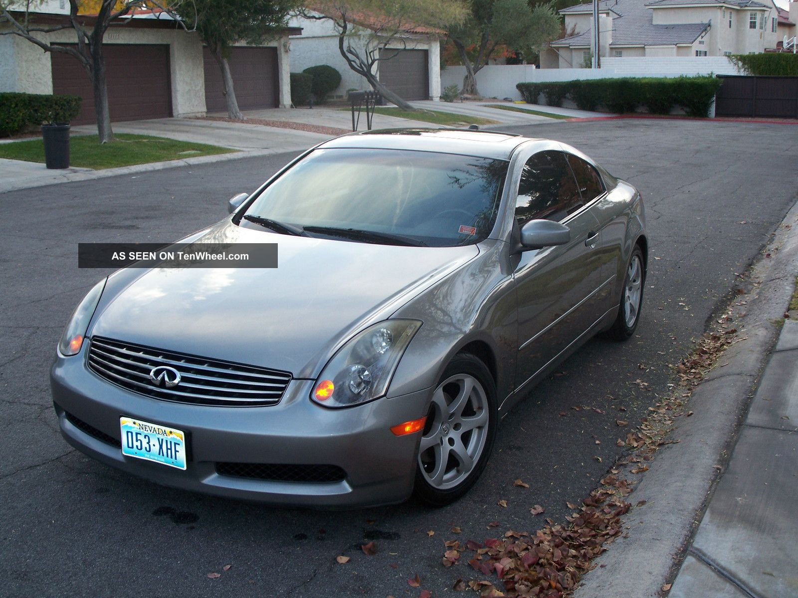 2004 infiniti g35 silver and black coupe 2 door 3 5l. Black Bedroom Furniture Sets. Home Design Ideas