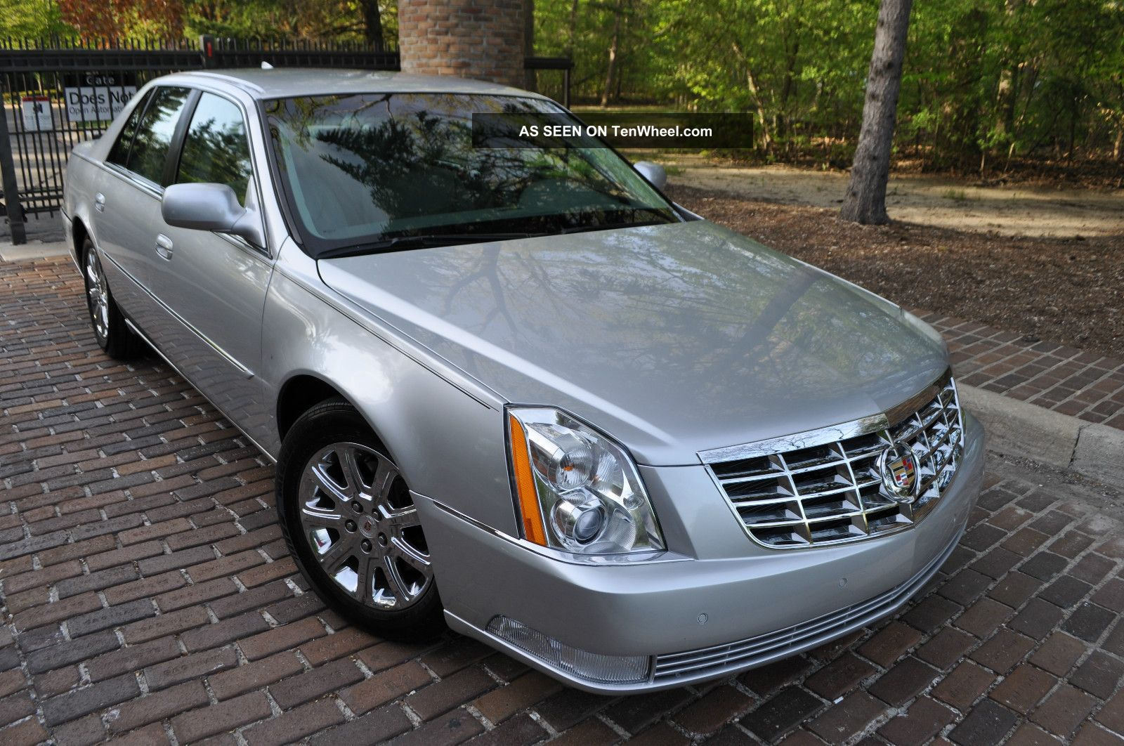 2009 Cadillac Dts Platinum /.  / Heated / Onstar / / Rebuilt DTS photo