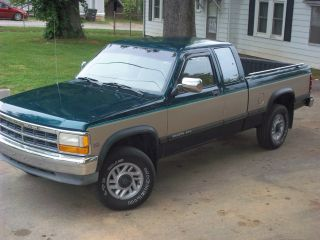 1993 Dodge Dakota Le Extended Cab Pickup 2 - Door 5.  2l photo