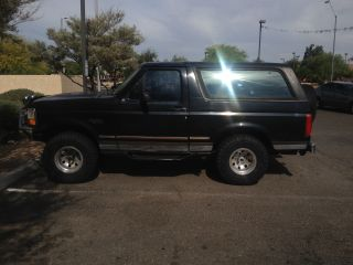 1995 Ford Bronco Xlt Sport Utility 2 - Door 5.  8l photo