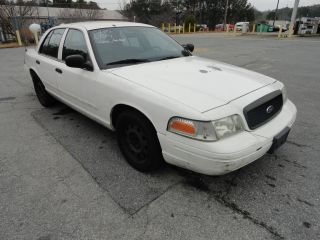 2005 White Ford Crown Victoria 4 Door Sedan photo
