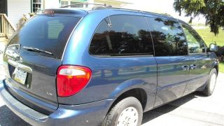 2001 Chrysler Town&country photo