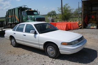 1996 Ford Crown Victoria (police Package) photo