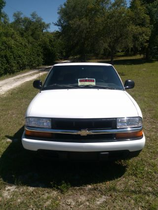 1998 Chevrolet S10 Ls Extended Cab Pickup 3 - Door 4.  3l photo
