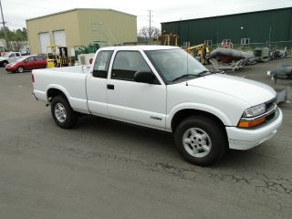 2001 Chevrolet S10 Extended Cab 4x4 Pick Up Truck photo
