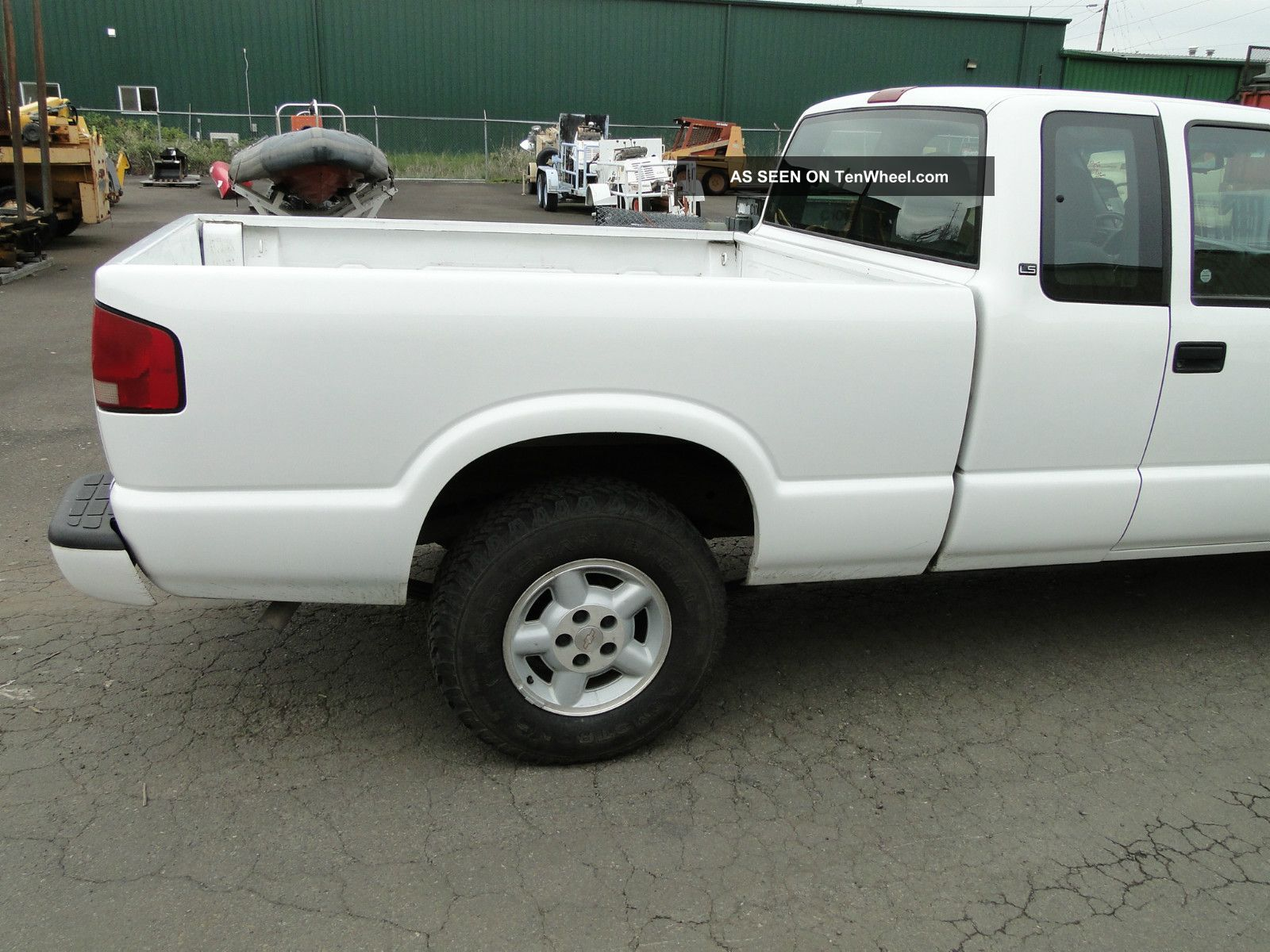 2001 chevrolet s10 extended cab 4x4 pick up truck. Black Bedroom Furniture Sets. Home Design Ideas