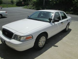 2004 Ford Crown Victoria Police Interceptor P71 photo
