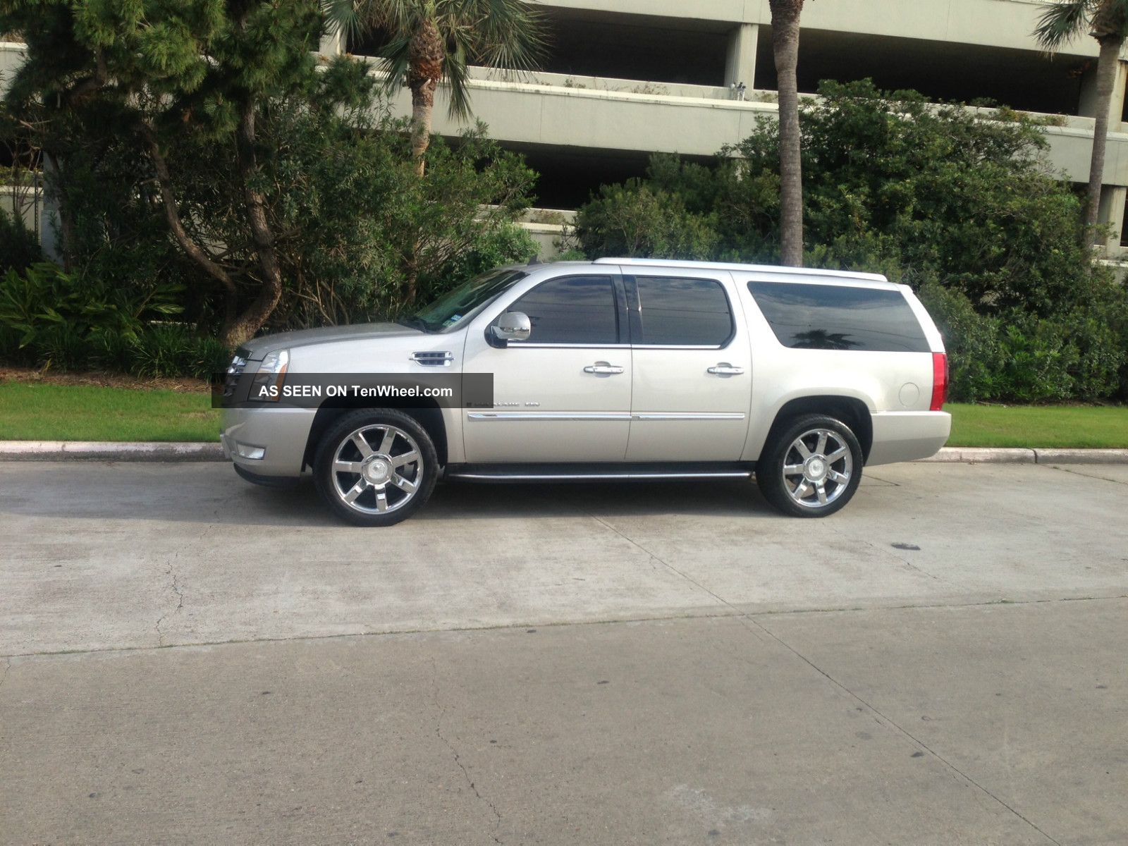 2007 Cadillac Escalade Esv Awd 6.  2 V8 Premium Pkg.  22in Chrome Wheels Escalade photo