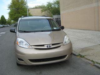 2006 Toyota Sienna Le Mini Passenger Van 5 - Door 3.  3l photo