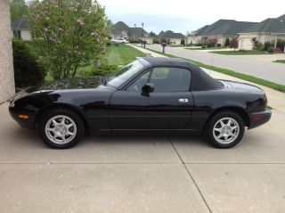 1997 Mazda Miata Base Convertible 2 - Door 1.  8l photo