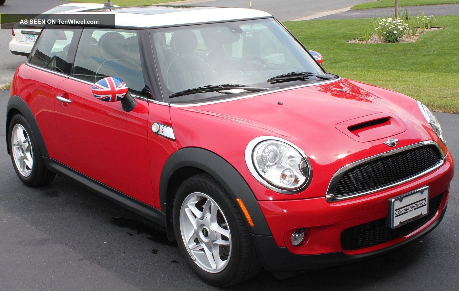 2009 Mini Cooper S Hatchback 2 - Door 1.  6l Cooper photo