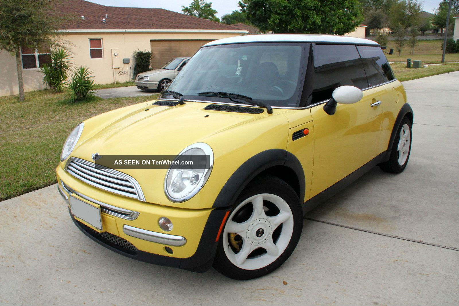 2002 mini cooper base hatchback 2 door 1 6l. Black Bedroom Furniture Sets. Home Design Ideas