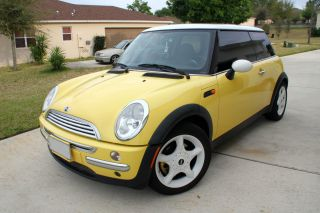 2002 Mini Cooper Base Hatchback 2 - Door 1.  6l photo