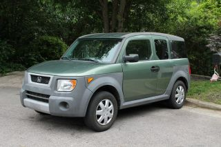2005 Honda Element Lx Sport Utility 4 - Door 2.  4l photo