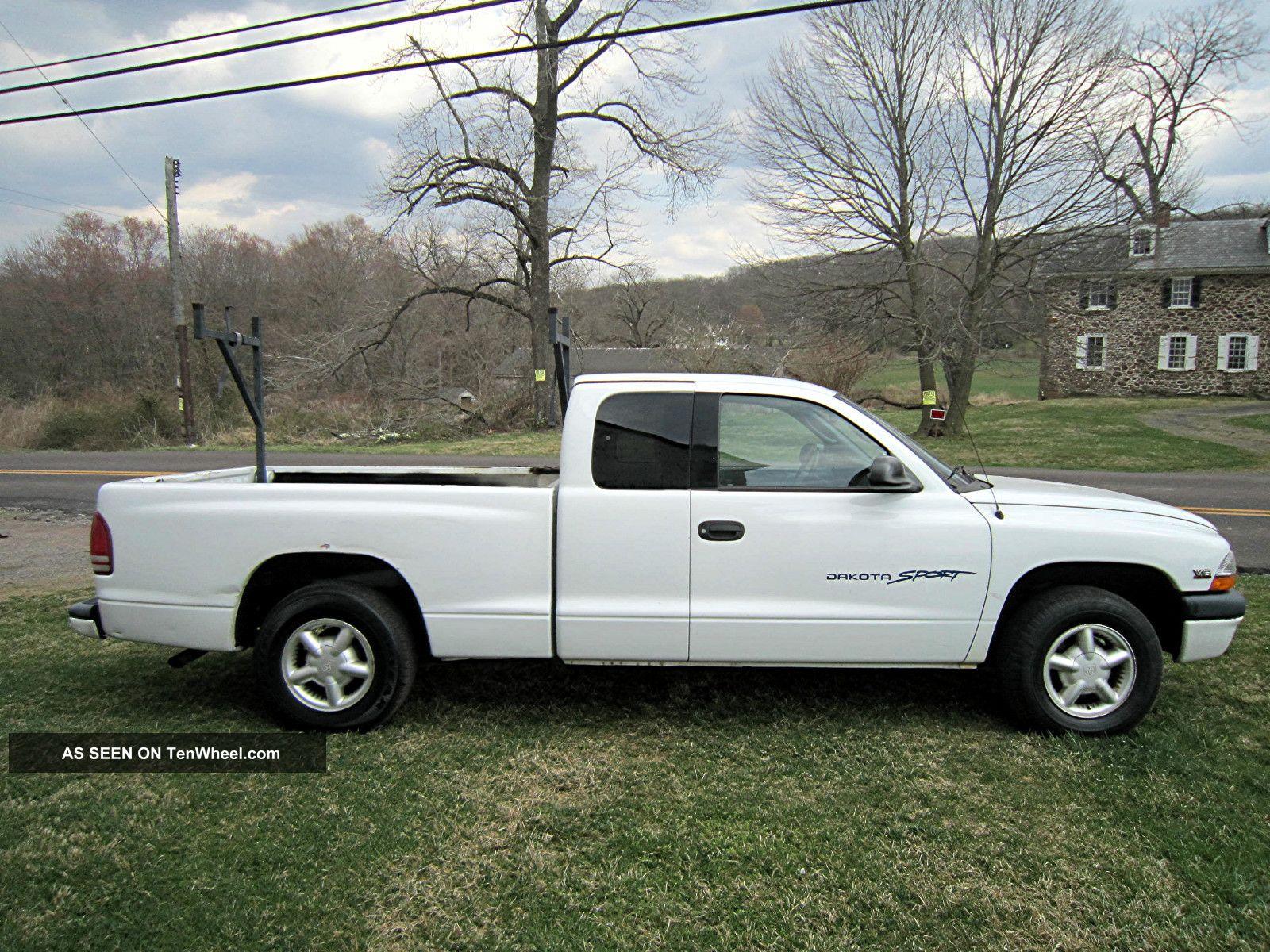Dodge Dakota Sport With Wheel Drive And Stretch Cab Needs A Mechanic Lgw on White 2000 Dodge Dakota Sport