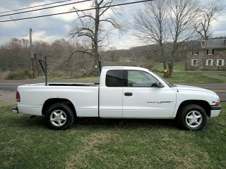 2000 Dodge Dakota Sport With 2 Wheel Drive And Stretch Cab. . .  Needs A Mechanic photo