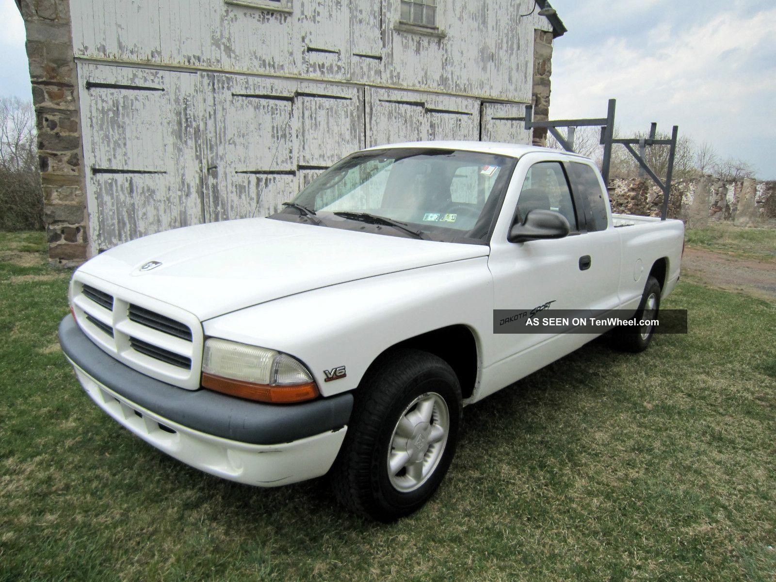 2000 dodge dakota sport with 2 wheel drive and stretch cab needs a mechanic. Black Bedroom Furniture Sets. Home Design Ideas