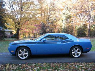 2009 Dodge Challenger R / T Coupe 2 - Door 5.  7l photo