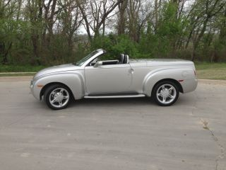 2004 Chevrolet Ssr Base Convertible 2 - Door photo