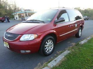 2001 Chrysler Town And Country photo