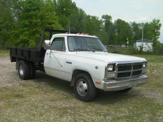1992 Dodge Ram 350 D30 5.  9 Liter V - 8 Automatic O / D photo