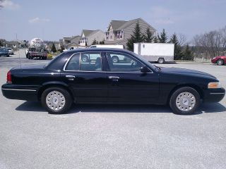 2005 Ford Crown Victoria Police Package Very photo