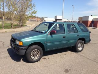 1995 Isuzu Rodeo S Sport Utility 4 - Door 3.  2l photo