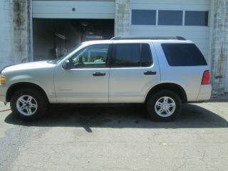 2005 Ford Explorer Xlt - - Leather; Very photo