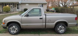 2000 Chevrolet S10 Ls 4wd Regular Cab,  Short Bed photo