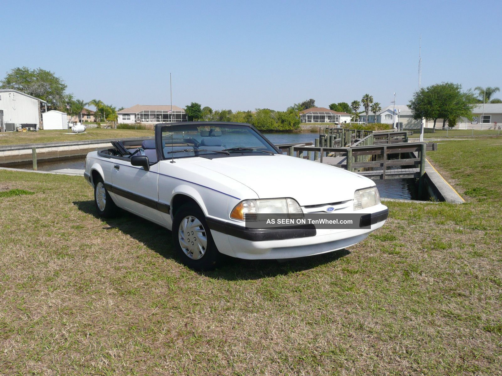 1989 Ford Mustang Lx Convertible 2 - Door 2.  3l Mustang photo