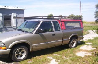 2001 Extended Cab Chey S10 photo