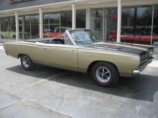 1969 Plymouth Road Runner Convertible Spanish Gold 383 Air Grabber photo