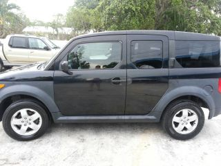 2005 Honda Element Automatic Very Inside And Out Runs 77k photo