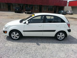 2009 Kia Rio5 Rio Lx Hatchback Gas Sipper photo