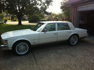 1976 Cadillac Seville photo