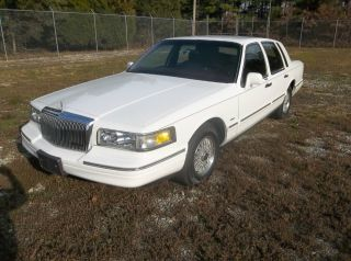2nd Owner 1995 Lincoln Town Car photo