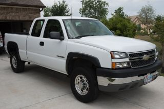 2005 Chevrolet Silverado 2500 Hd Base Extended Cab Pickup 4 - Door 6.  0l photo