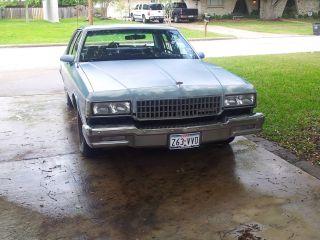 1989 Chevrolet Caprice 5.  0 Vin E photo
