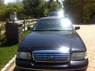 2003 Ford Crown Victoria Police Interceptor Sedan 4 - Door 4.  6l photo