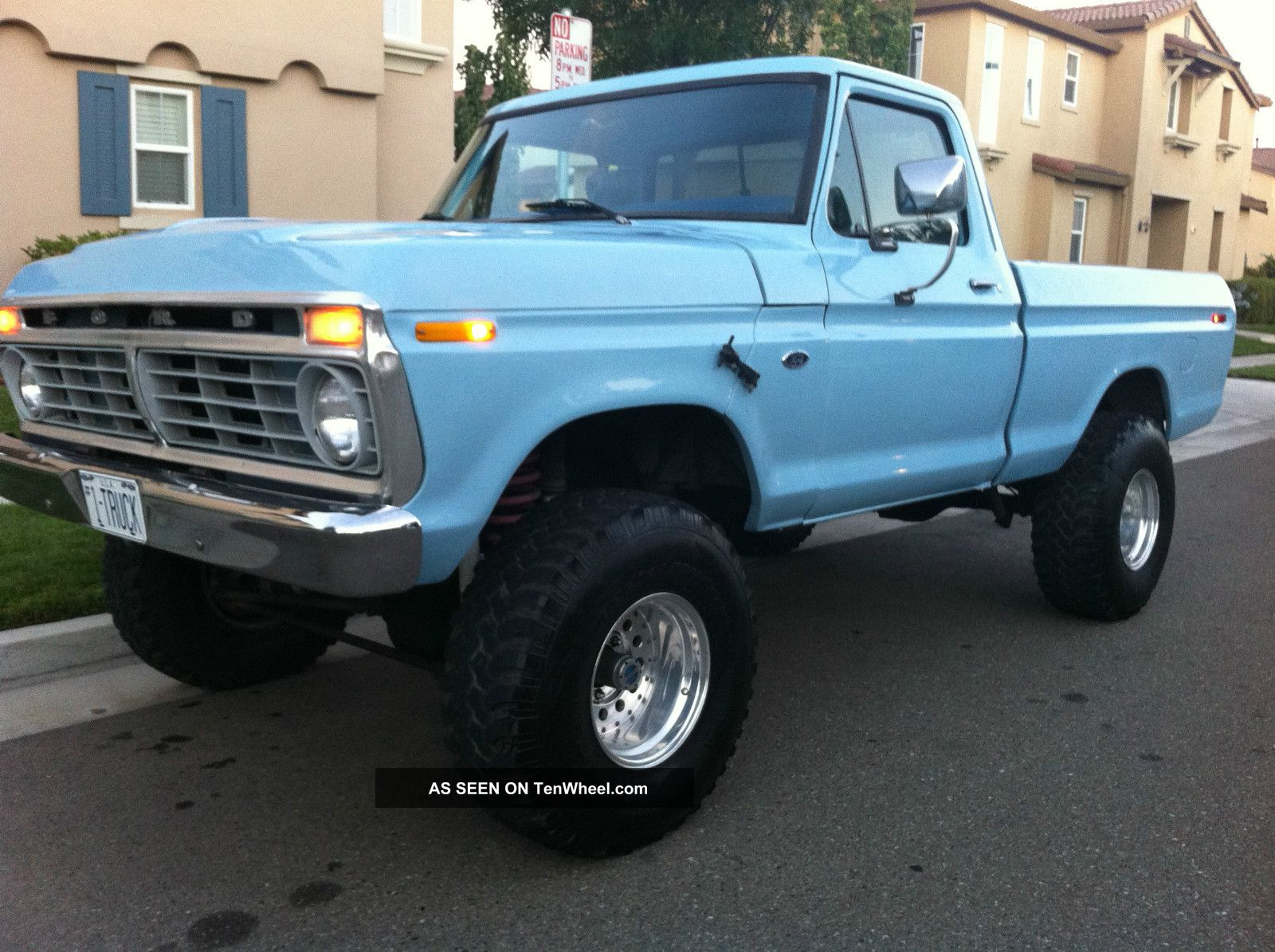 1977 Ford F150 Short Bed 4x4 Pickup V8 F-150 photo