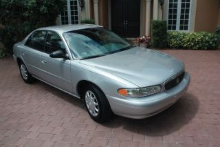 2004 Buick Century Custom Sedan 4 - Door 3.  1l photo