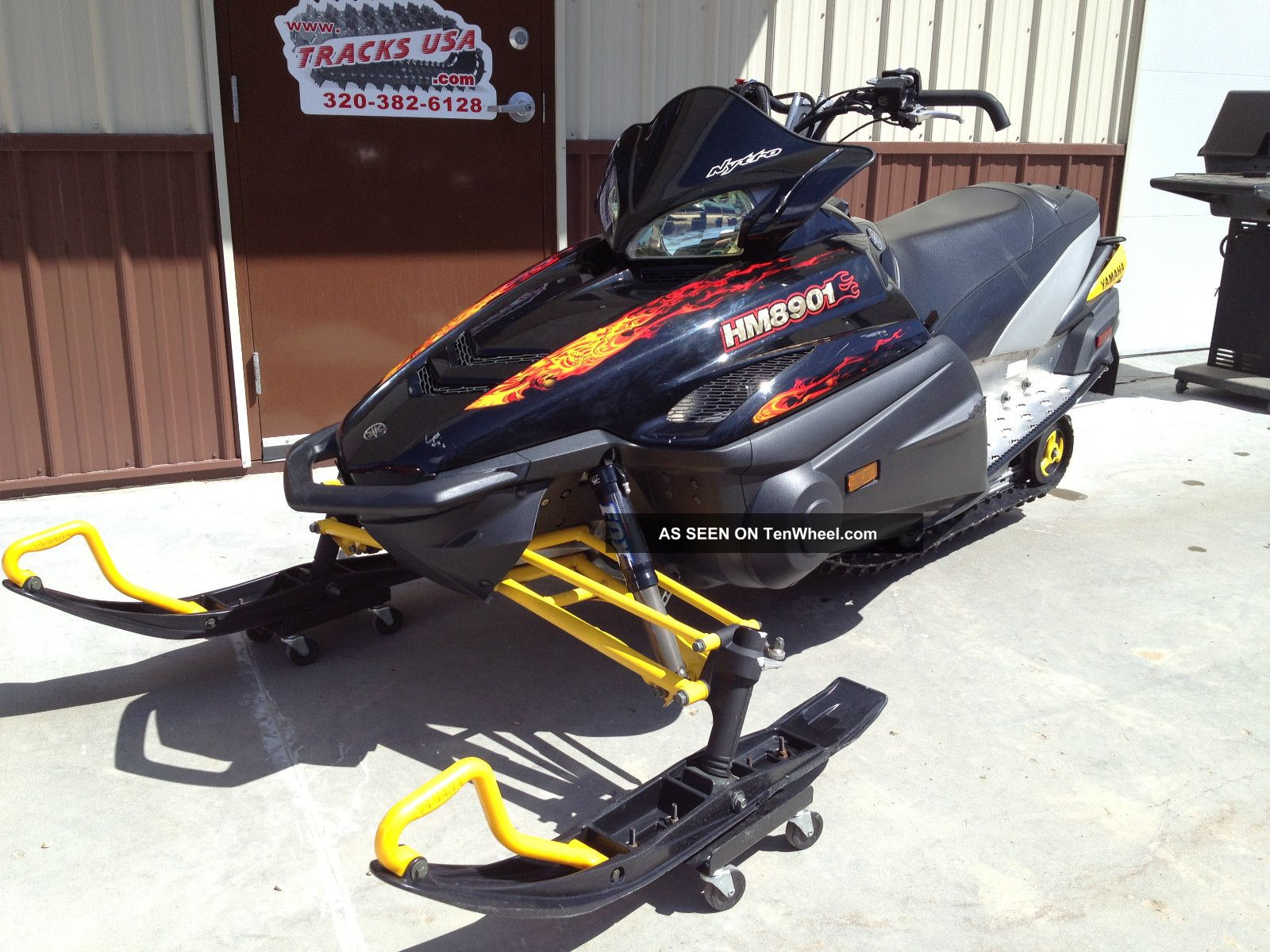 2006 yamaha nytro snowmobile for Yamaha snow mobiles