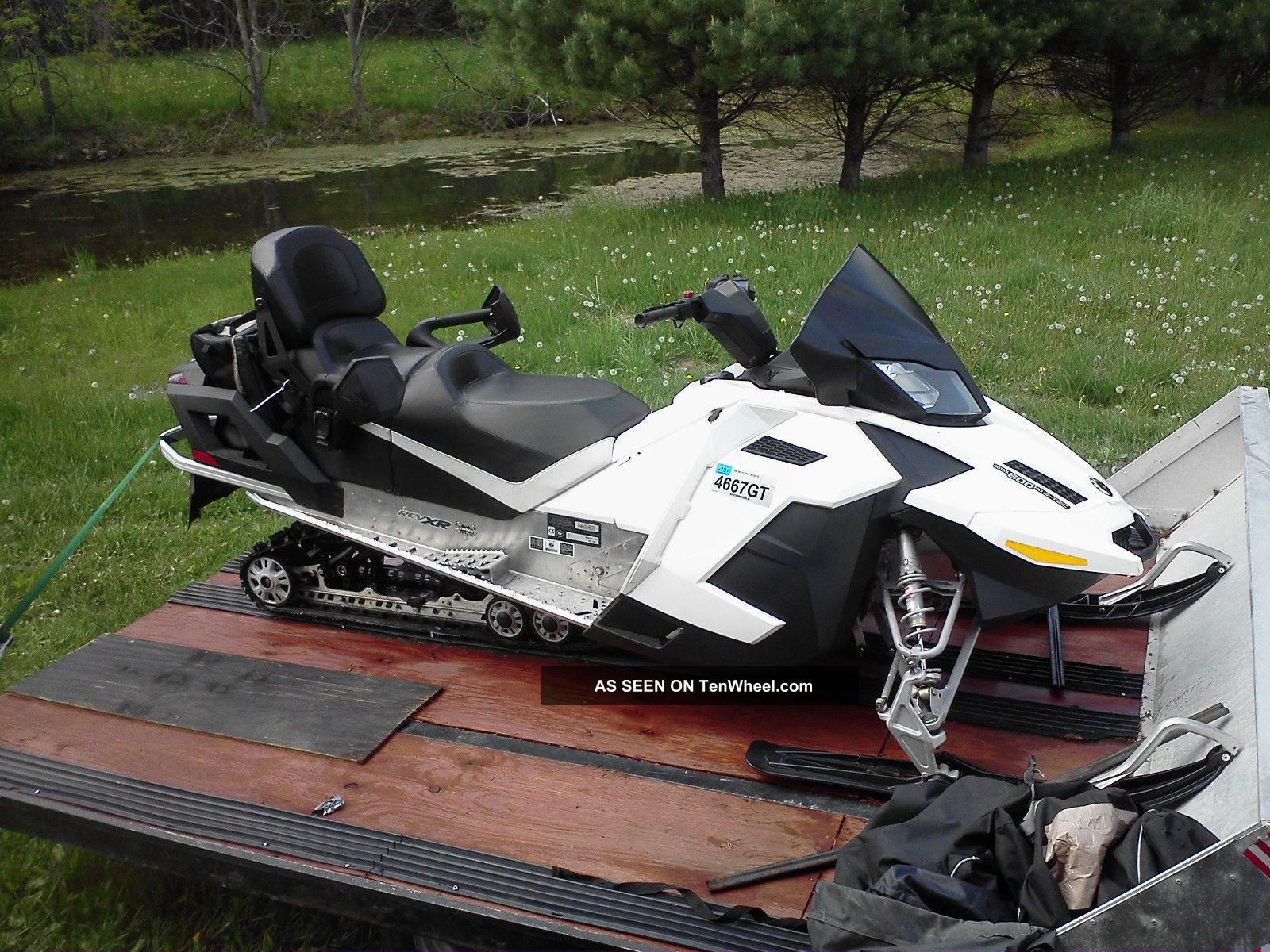 2010 Ski - Doo Gsx Grand Touring Le Ski-Doo photo