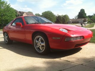 1989 Porsche 928 Gt Coupe Red Exterior Black Interior photo