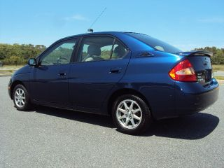2003 Toyota Prius Base Sedan 4 - Door 1.  5l Hybrid Runs 100% photo