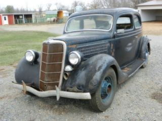 1935 Ford 2 Dr Humpback photo